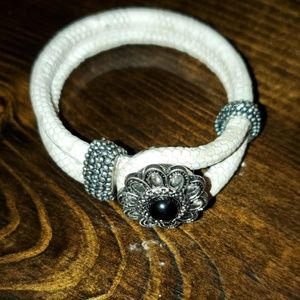 Rope bracelet with black stone flower